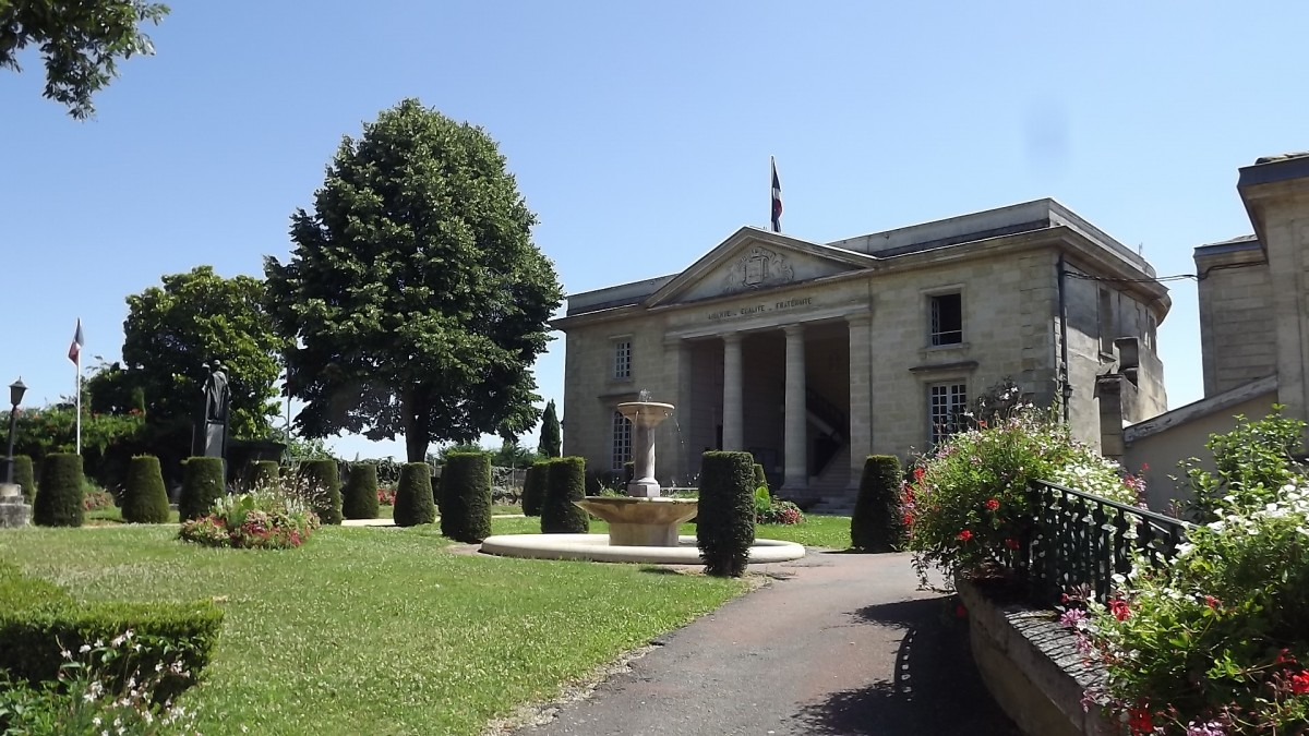 Mairie de Castillon la Bataille
